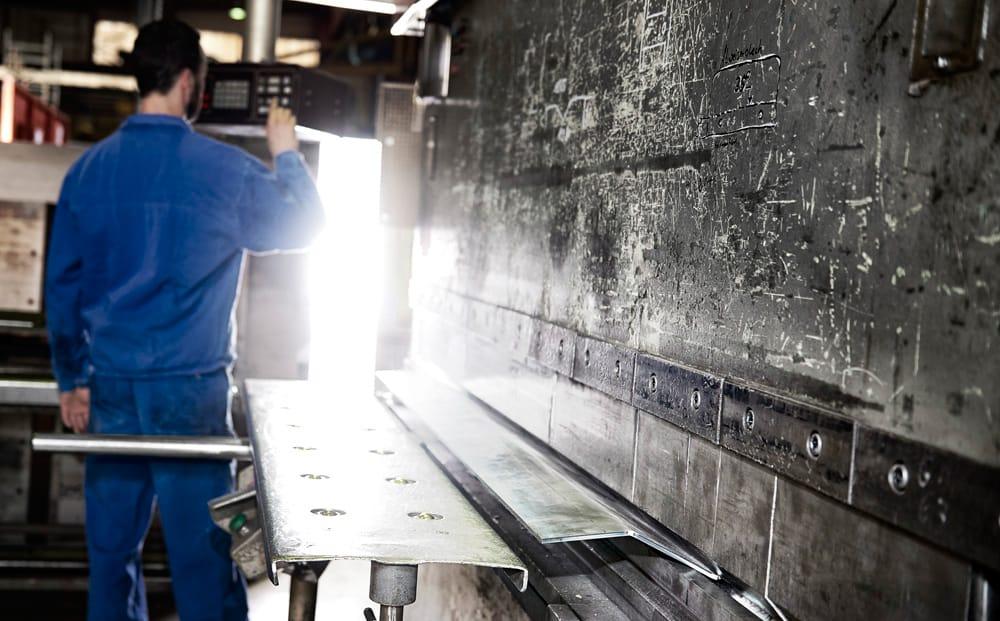 Produktionsstätte mit Mechaniker Nolting Holzfeuerungstechnik GmbH